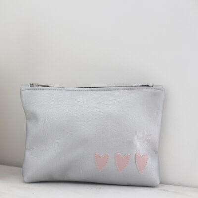 ESKA textilbőr neszeszer - ezüst alapon rózsaszín szíves