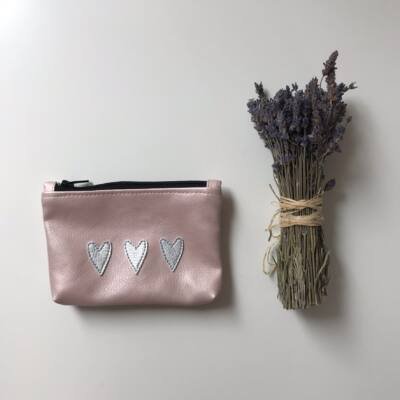 MINI neszeszer - rózsaszín ezüst szívekkel