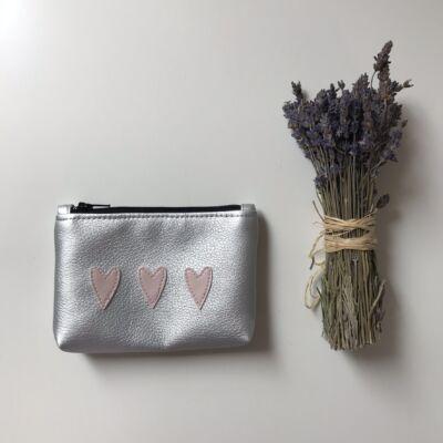 MINI neszeszer - ezüst rózsaszín szívekkel