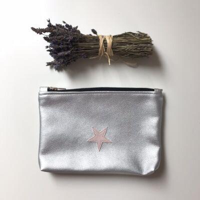 ESKA textilbőr neszeszer - ezüst alapon rózsaszín csillag